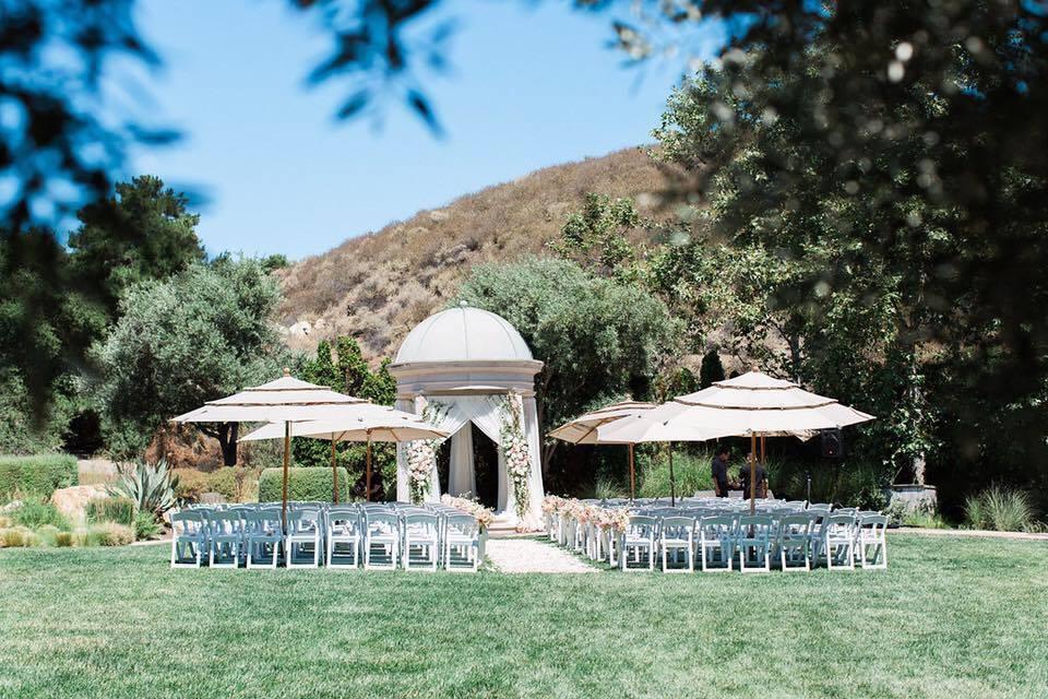 Theo cựu người mẫu Ngọc Thuý, đám cưới được diễn ra ở Silver Creek Country Club và tiệc tối ở Glass House, Trung tâm thành phố San Jose (Mỹ).