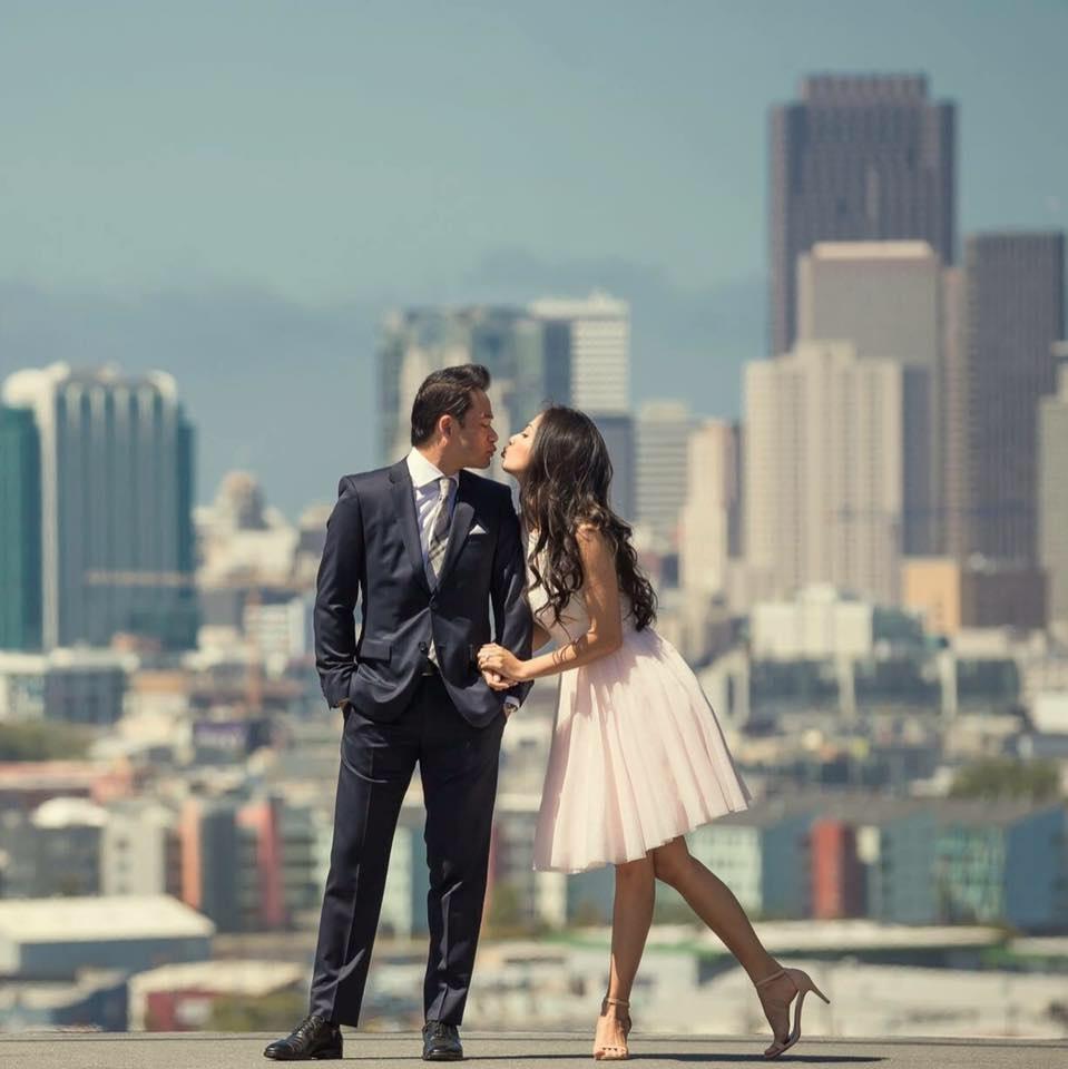 Bộ ảnh cưới của cựu người mẫu Ngọc Thuý được thực hiện ở nhiều nơi trên nước Mỹ. Cả hai đều diện những bộ trang phục cưới đơn giản nhưng rất sang trọng và trẻ trung.