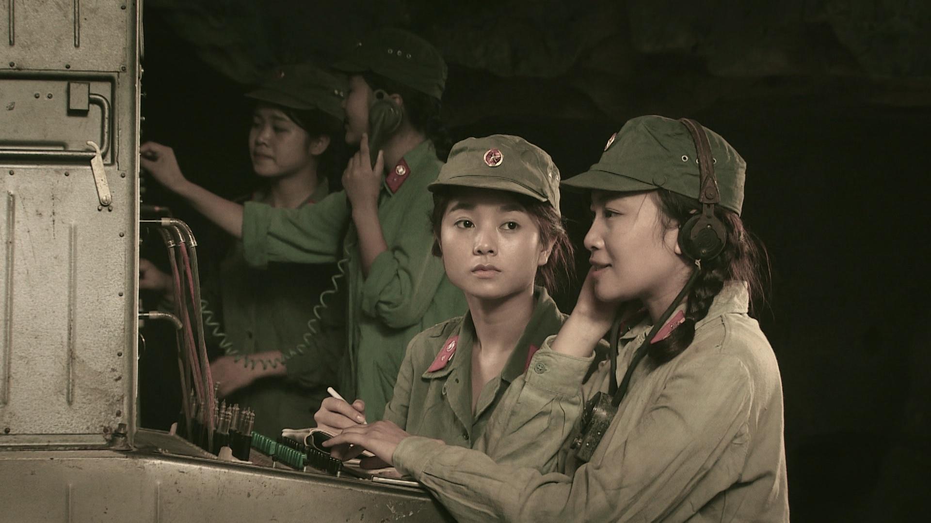 Hình ảnh tái hiện cuộc sống, chiến đấu của các chiến sĩ thông tin - liên lạc. Ảnh: VTV6.