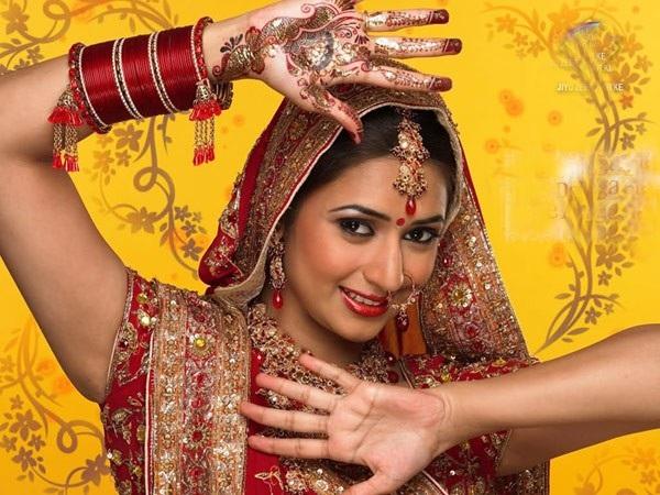 Một trong những điểm cộng của phim Ấn Độ là dàn diễn viên rất xinh đẹp, lộng lẫy, lung linh... Ảnh: TL.