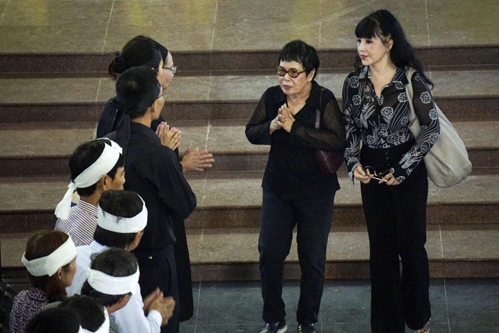 NSNS Lan Hương cùng đến viếng danh hoạ Nguyễn Tư Nghiêm với đạo diễn Phạm Thị Thành cách đây không lâu. Ảnh: Hữu Nghị.