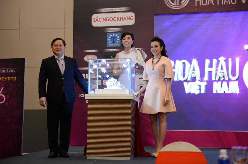 Vương miện Hoa hậu Việt Nam 2016 được đính 3.260 viên đá sapphire - 3