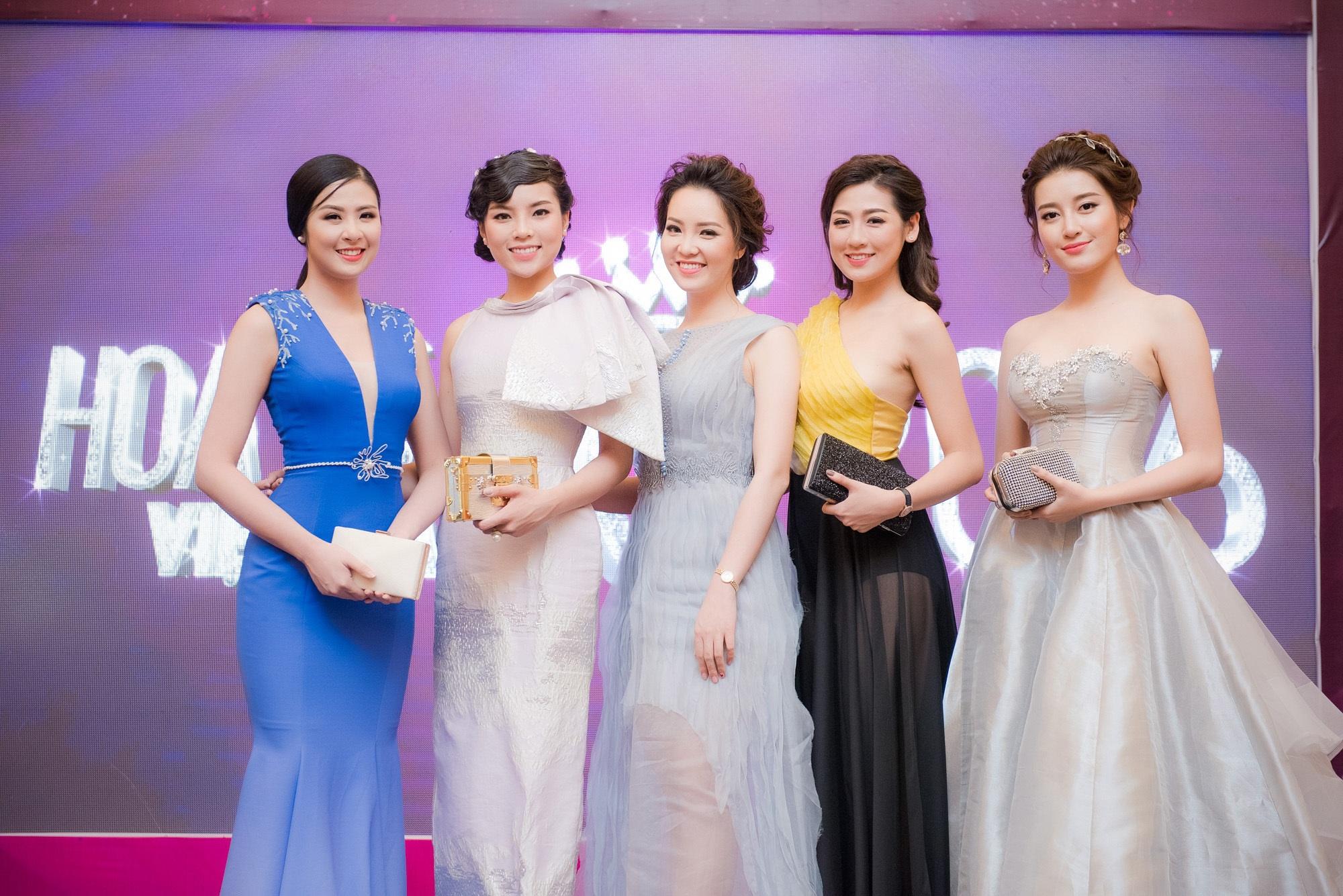 Hoa hậu Ngọc Hân, Kỳ Duyên, Á hậu Thuý Vân, Tú Anh, Huyền My đến tham dự họp báo. Ảnh: CL.