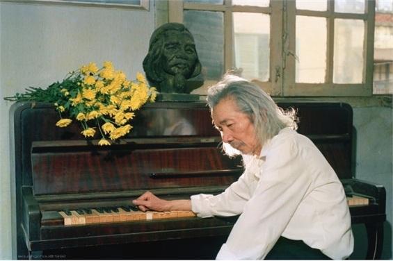 Theo gia đình cố nhạc sĩ thì việc hiến tặng Quốc ca được thực hiện theo di nguyện của nhạc sĩ Văn Cao. Ảnh: TL.