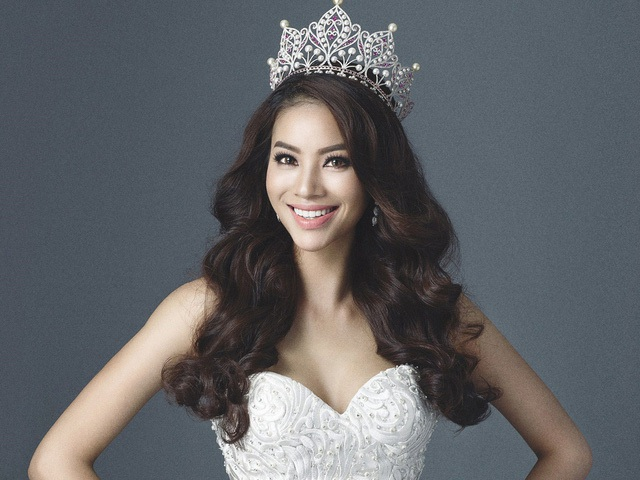 Phạm Hương cũng từng vướng phải không ít những lùm xùm sau khi đăng quang Hoa hậu Hoàn vũ. Ảnh: TL.