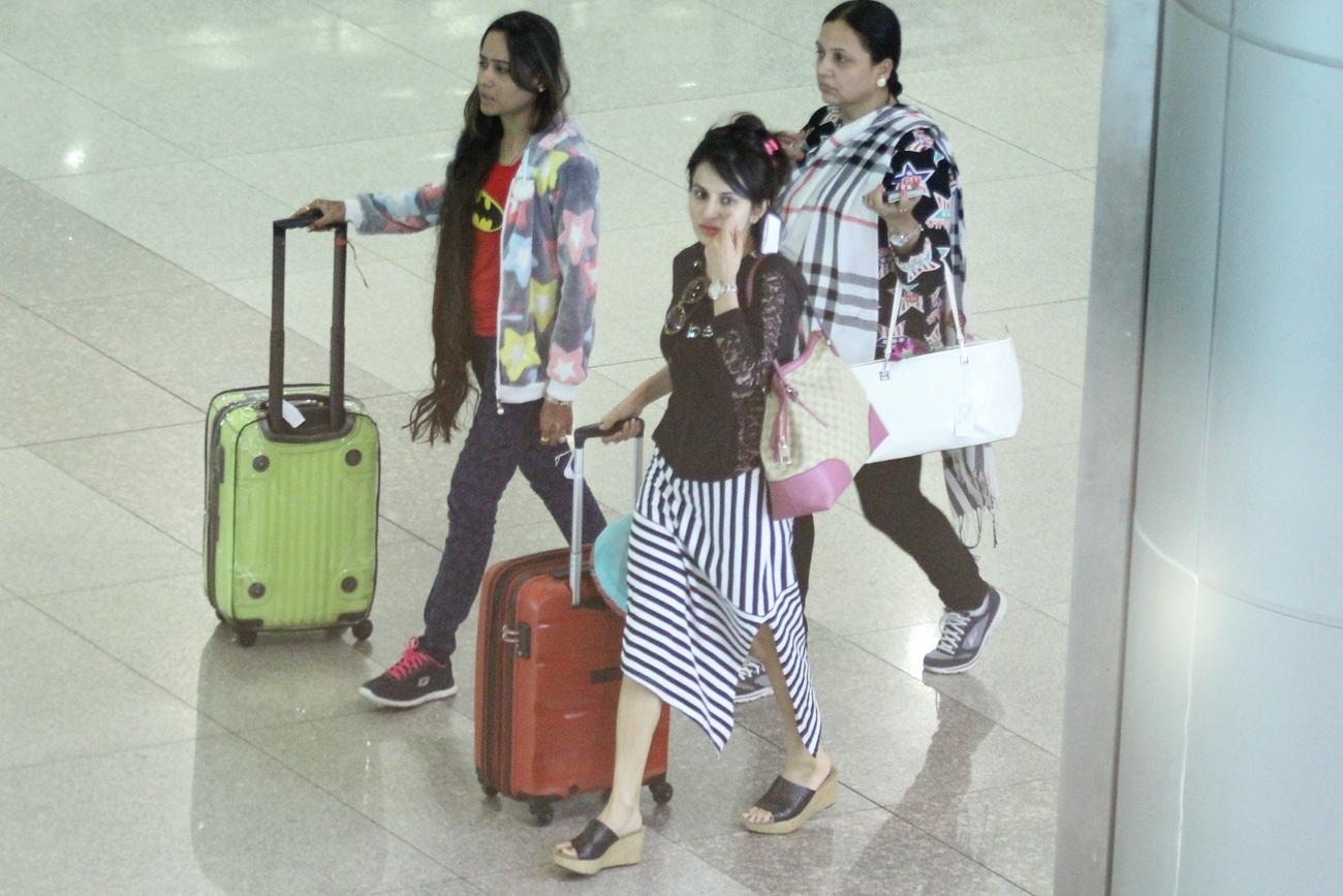 Dàn sao Ấn Độ đến Việt Nam với người thân đi cùng.