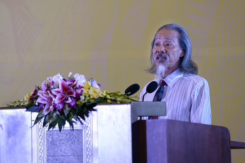 Hoạ sĩ Văn Thao - đại diện gia đình cố nhạc sĩ Văn Cao nói lời cám ơn.