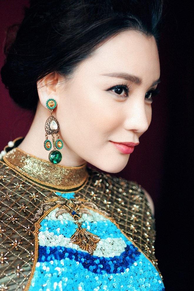 Ca sĩ Hồ Quỳnh Hương sẽ thể hiện 2 ca khúc.