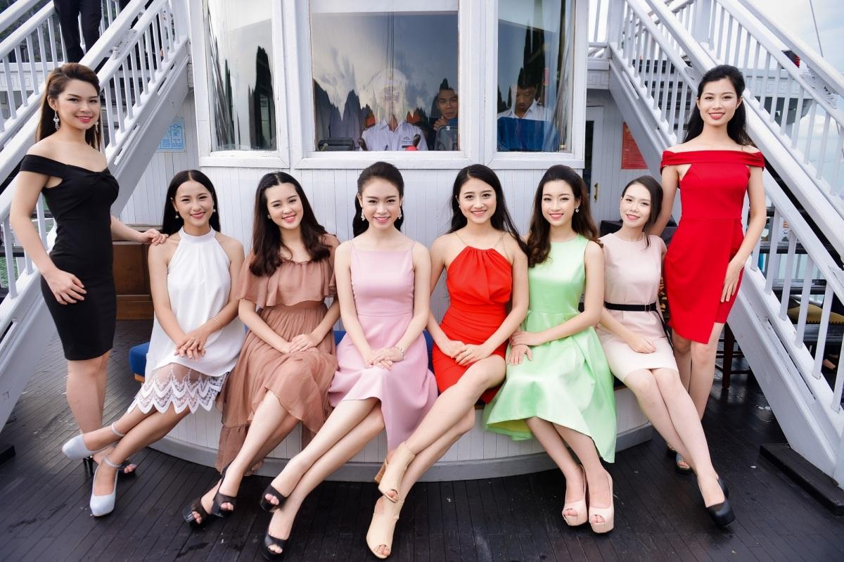 Dù phải tham gia một lịch trình dày đặc của Hoa hậu Việt Nam 2016 nhưng các người đẹp vẫn rất tươi tắn khi tạo dáng trước ống kính.