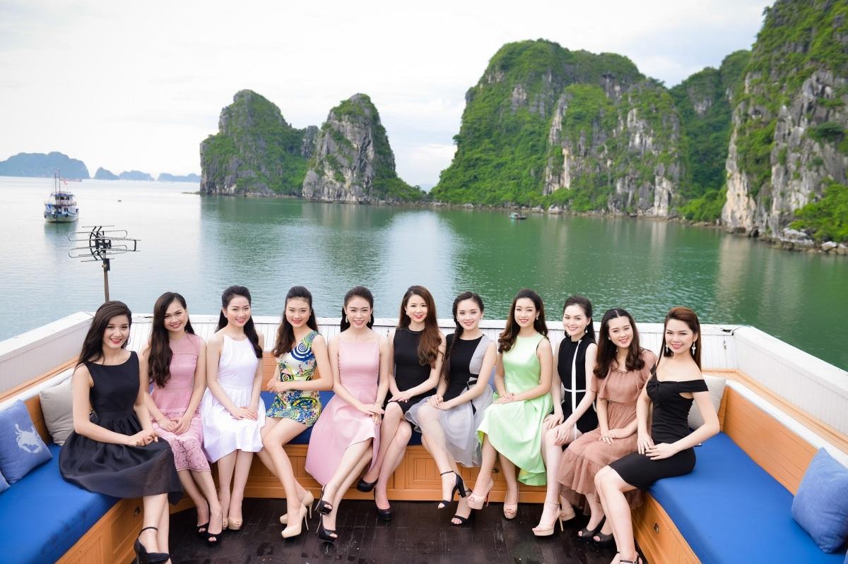 Người đẹp Hoa hậu Việt Nam khoe sắc trên du thuyền triệu đô - 1