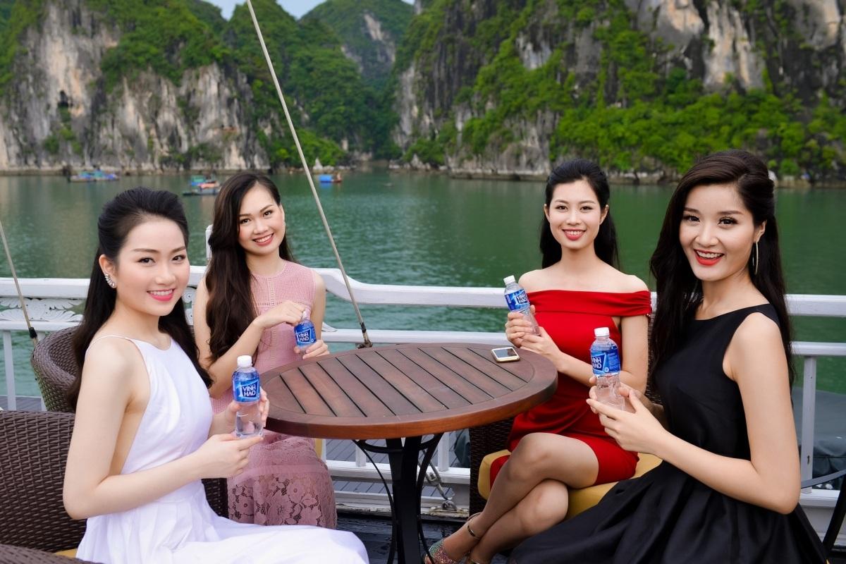 Người đẹp Hoa hậu Việt Nam khoe sắc trên du thuyền triệu đô - 3