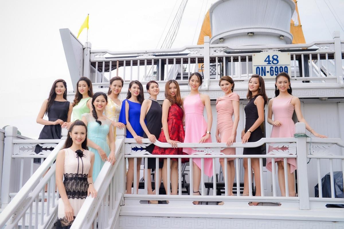 Các thí sinh khoa sắc trên Vịnh Hạ Long và trên du thuyền.