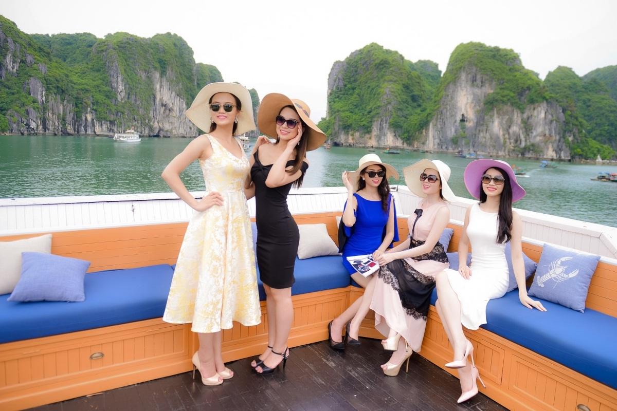 Người đẹp Hoa hậu Việt Nam khoe sắc trên du thuyền triệu đô - 5