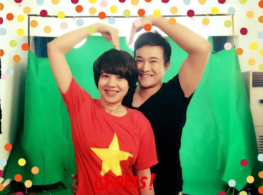 Ca sĩ Minh Quân và BTV Diễm Quỳnh nhí nhố sau hậu trường ghi hình MV.