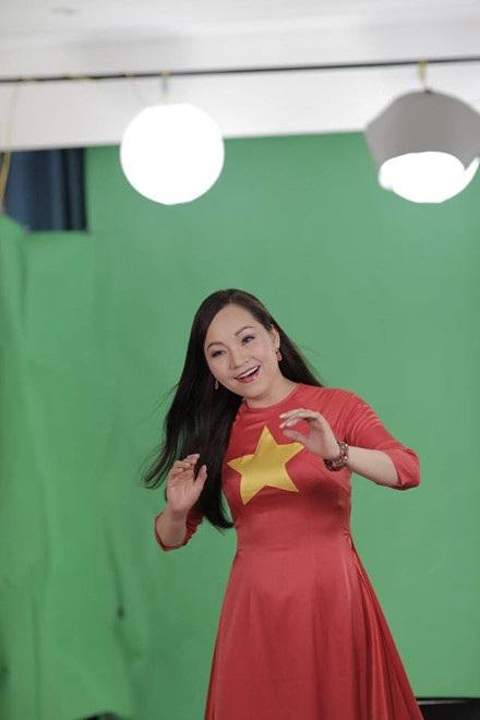 Nghệ sĩ Việt bày tỏ lòng yêu nước bằng MV song ngữ Việt - Anh - 4