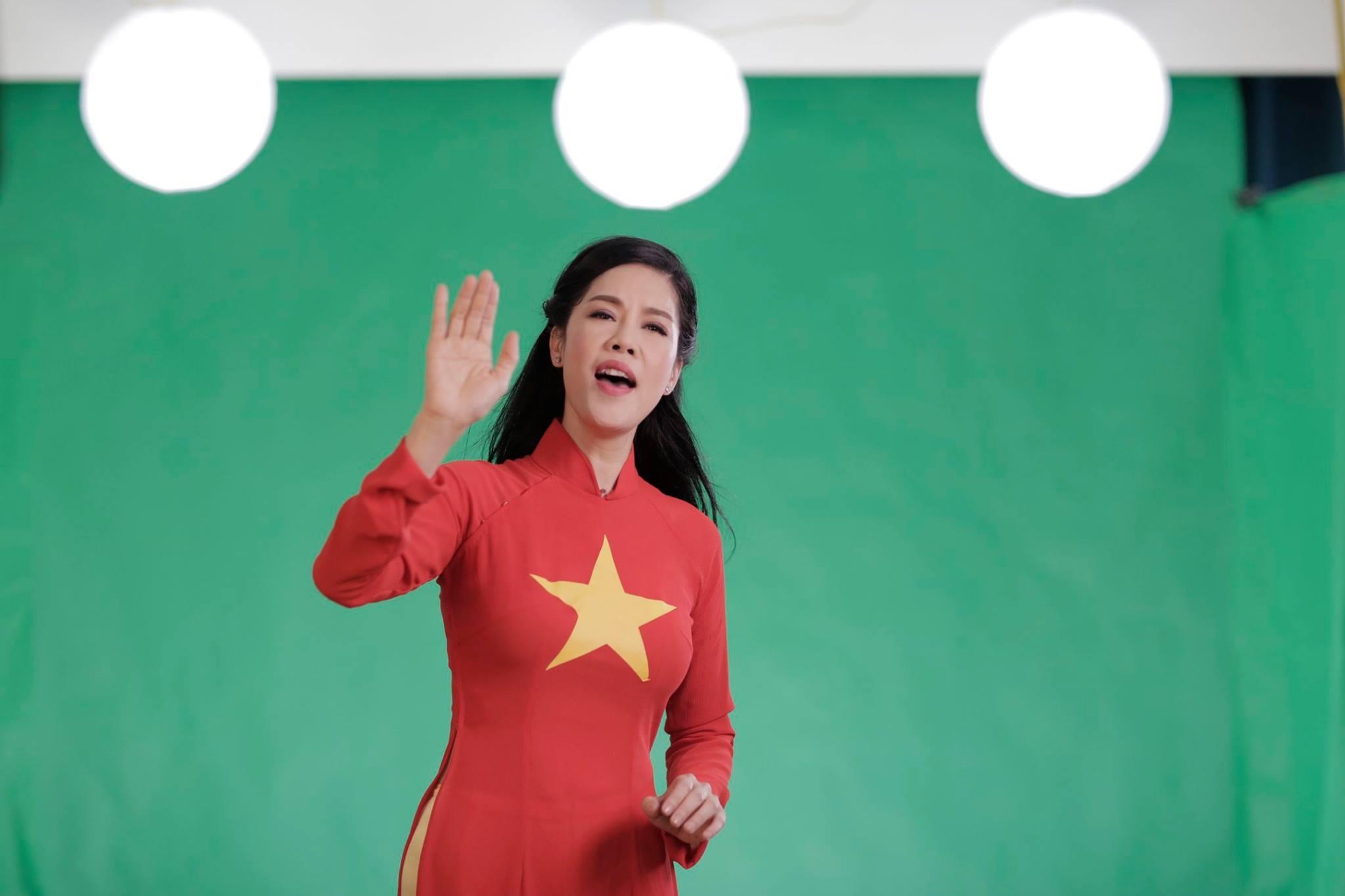 Nghệ sĩ Việt bày tỏ lòng yêu nước bằng MV song ngữ Việt - Anh - 3