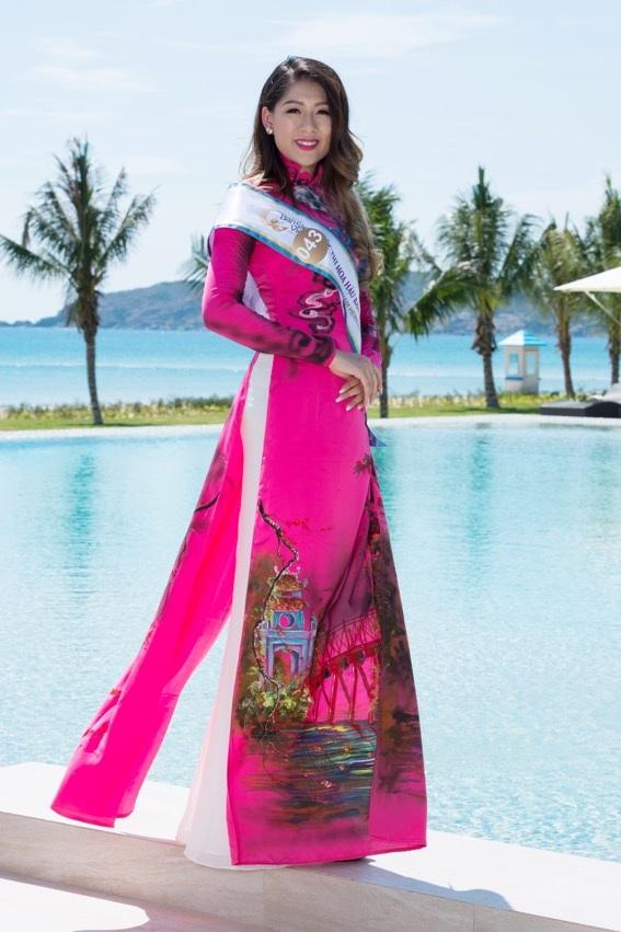Thí sinh Haydee Ha Nguyen diện bộ áo dài in các danh thắng của Hà Nội.