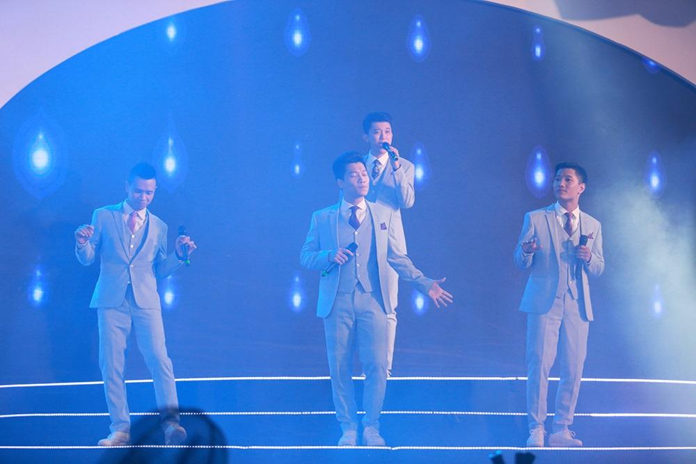 """Cũng trong chương trình biểu diễn, khán giả được gặp gỡ với các ca sĩ Đinh Hương, Trọng Hiếu và nhóm nhạc Oplus. Nhóm Oplus cũng sẽ thể hiện hai ca khúc """"True Love"""" và """"Whos that girl""""."""