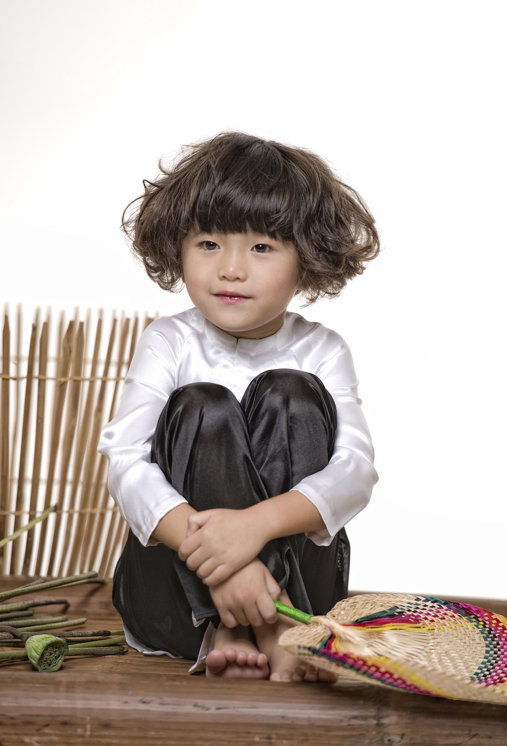 Con gái Thuý Nga hoá cô bé tóc xù đầy hài hước - 1