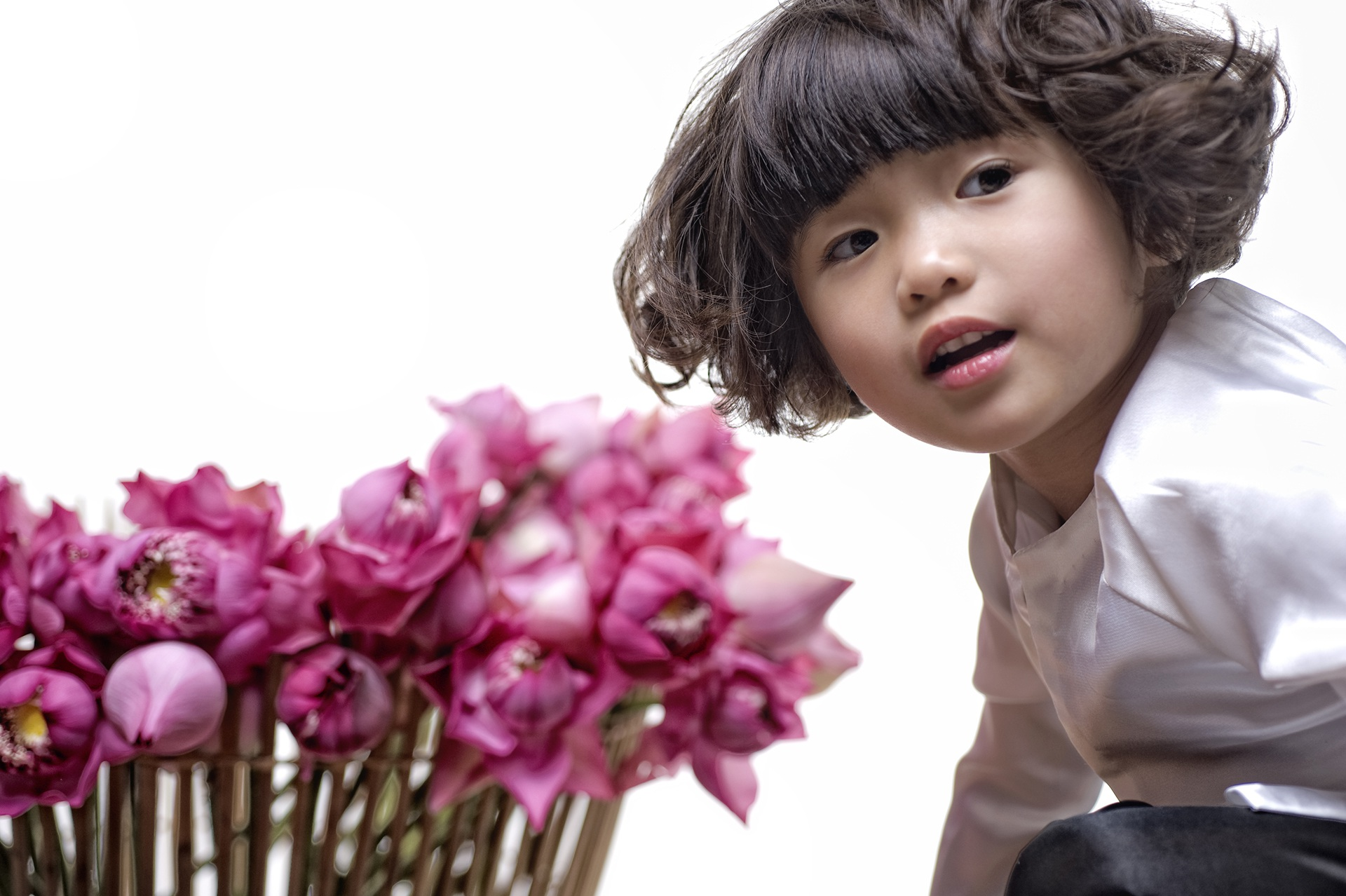 Con gái Thuý Nga hoá cô bé tóc xù đầy hài hước - 6