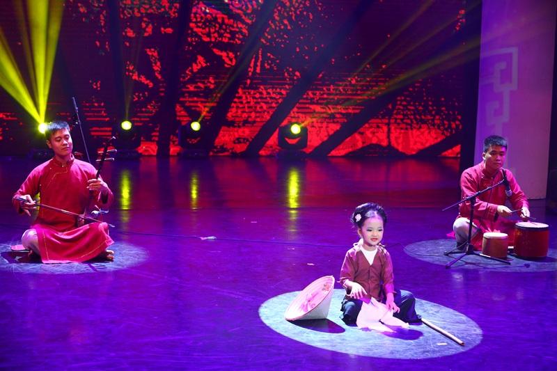 Mai Anh biểu diễn trong chương trình Nhí tài năng 2016.