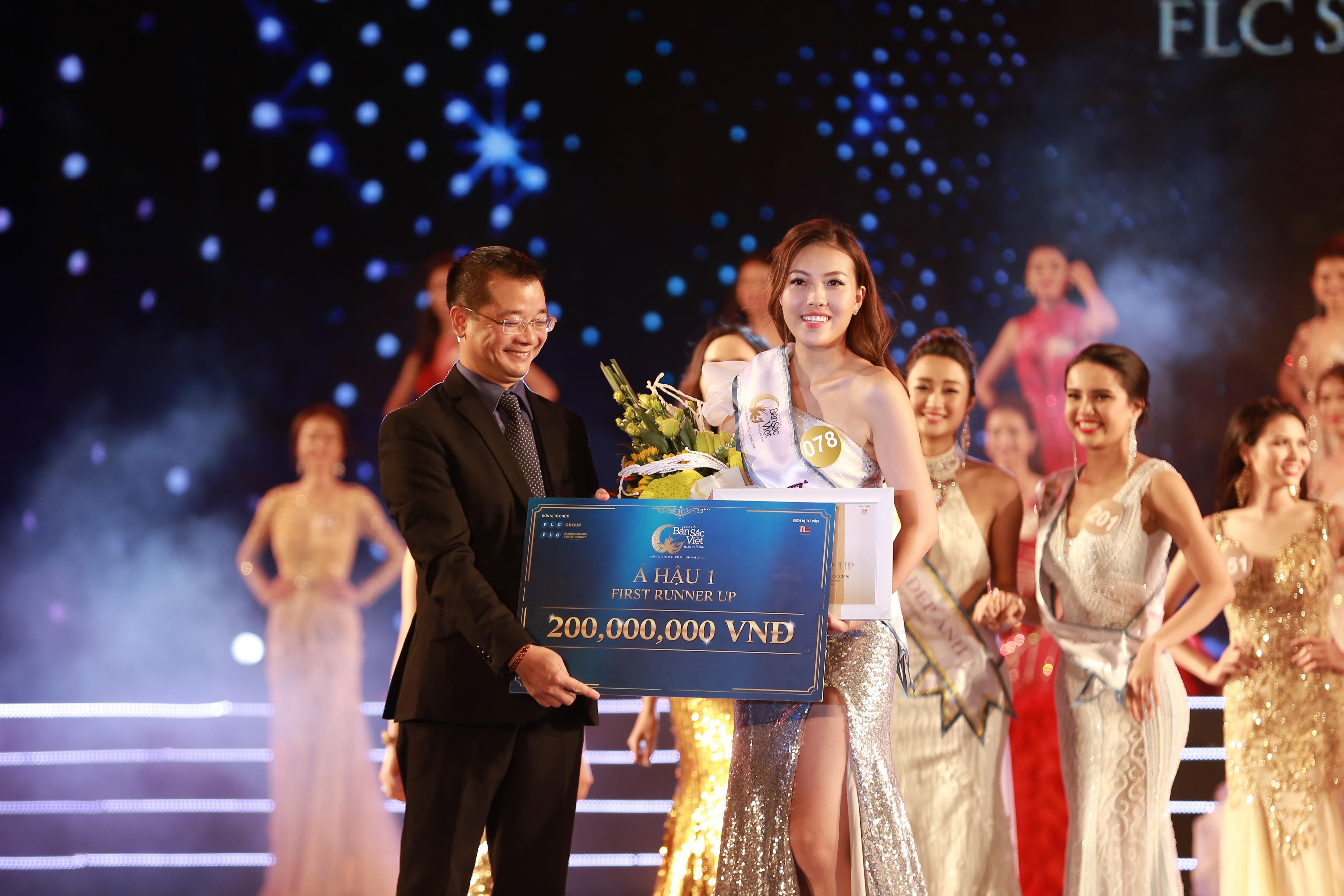 Giây phút đăng quang của Á hậu 1 Phạm Thuý Hằng.