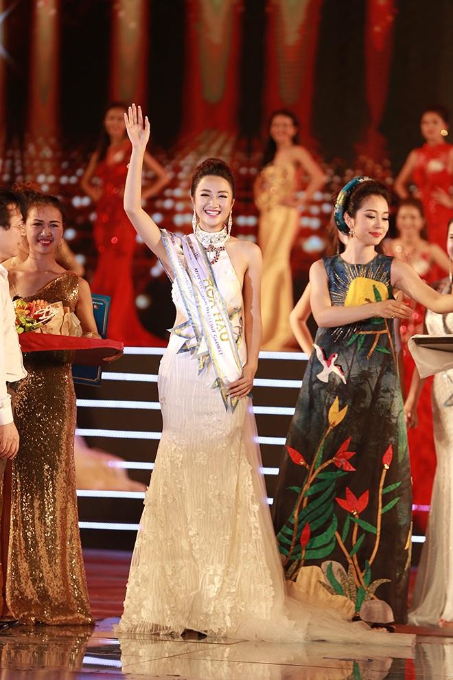 Phút đăng quang của Hoa hậu Trần Thị Thu Ngân.