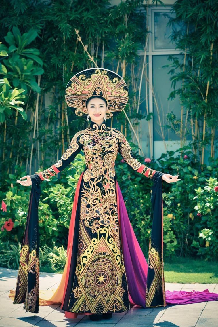 Thu Ngân cũng khẳng định, cô sẽ cố gắng để việc học không bị ảnh hưởng sau khi trở thành Hoa hậu Bản sắc Việt 2016.