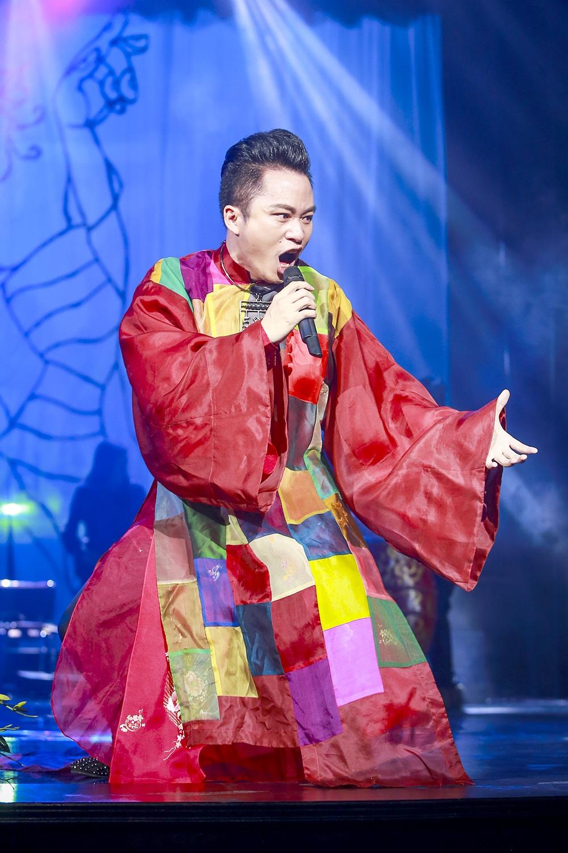 Tùng Dương quái và ngộ trên sân khấu âm nhạc Nguyễn Cường.