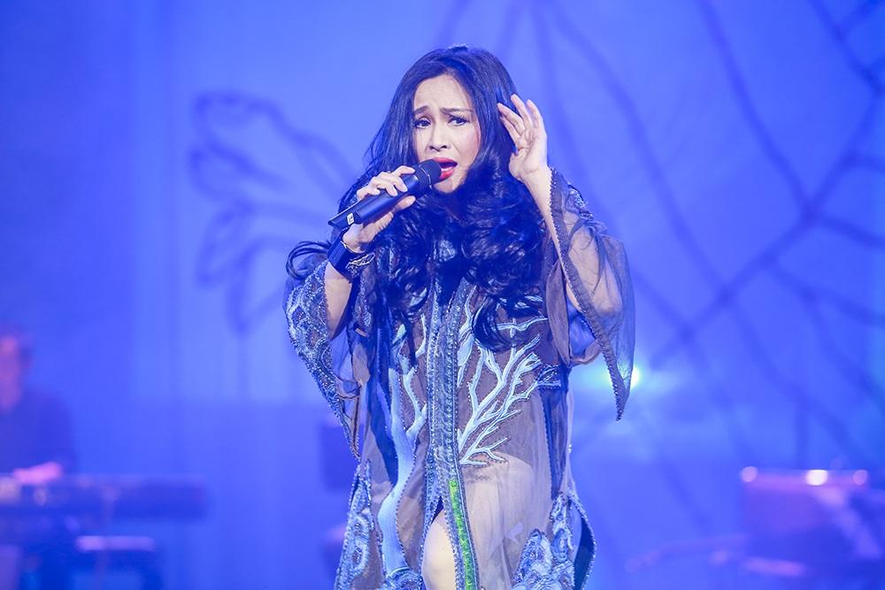 Diva Thanh Lam mở đầu chương trình.