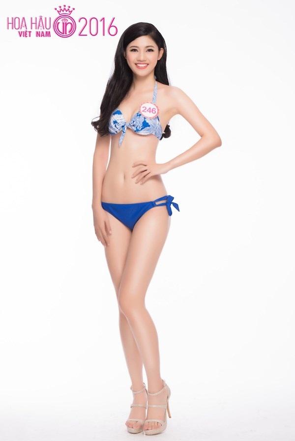 Ngô Thanh Thanh Tú nặng 58kg, cao 1m80, số đo 3 vòng: 81-62-99 (cm). Cô sinh năm 1994 và đến từ Hà Nội. Người đẹp này là em gái của Á hậu Hoàn vũ Việt Nam 2015 - Ngô Trà My. Thanh Tú vừa tốt nghiệp Học viện Ngoại giao.