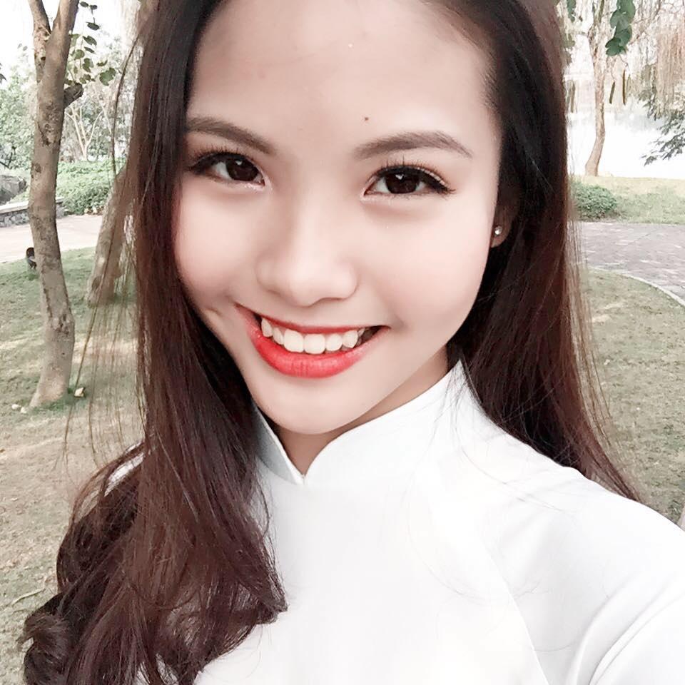 """Cô từng là nữ sinh """"hot"""" nhất trường THPT Việt Đức (Hà Nội) khi giành chiến thắng ở cuộc thi Cán bộ Đoàn tài năng - tiền thân là Miss Việt Đức."""