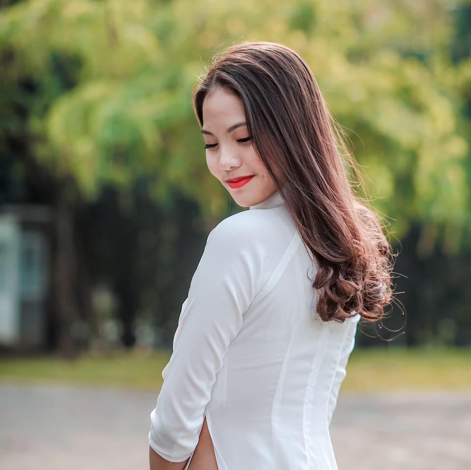 Trong mắt Khánh Thi, Khánh Linh là một cô gái trẻ trung và xinh xắn. Cô cũng đã có dịp đi ăn uống và cà phê với cặp đôi này một đôi lần.