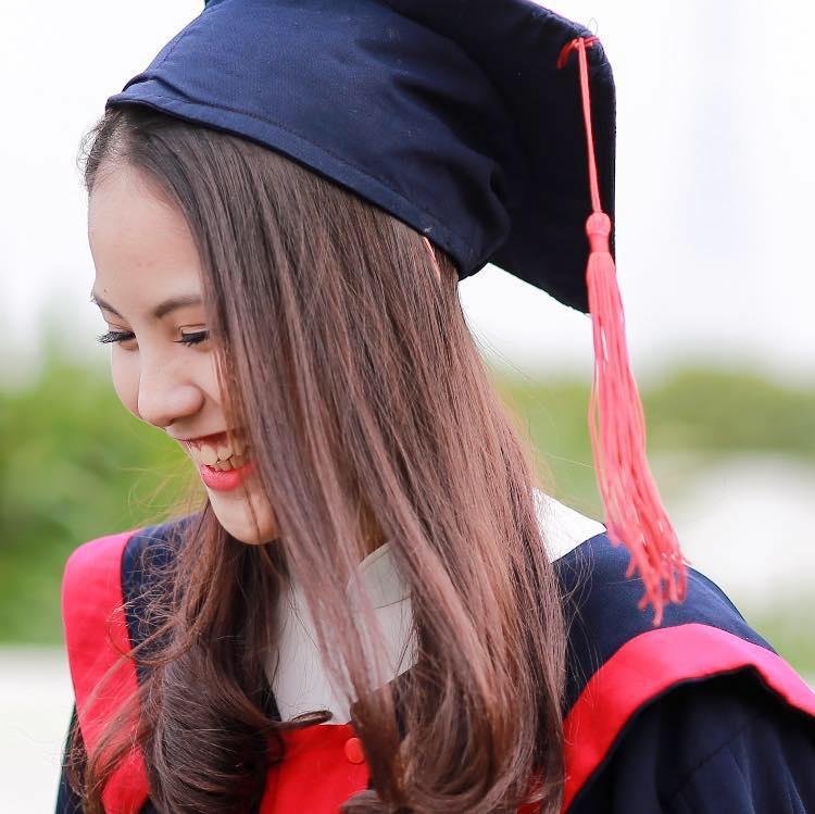 Khánh Linh vừa tốt nghiệp trường THPT Việt Đức và có niềm say mê đặc biệt với bộ môn múa. Người đẹp đã từng cùng với lớp đạt giải nhì cuộc thi Got to dance của trường THPT Việt Đức.