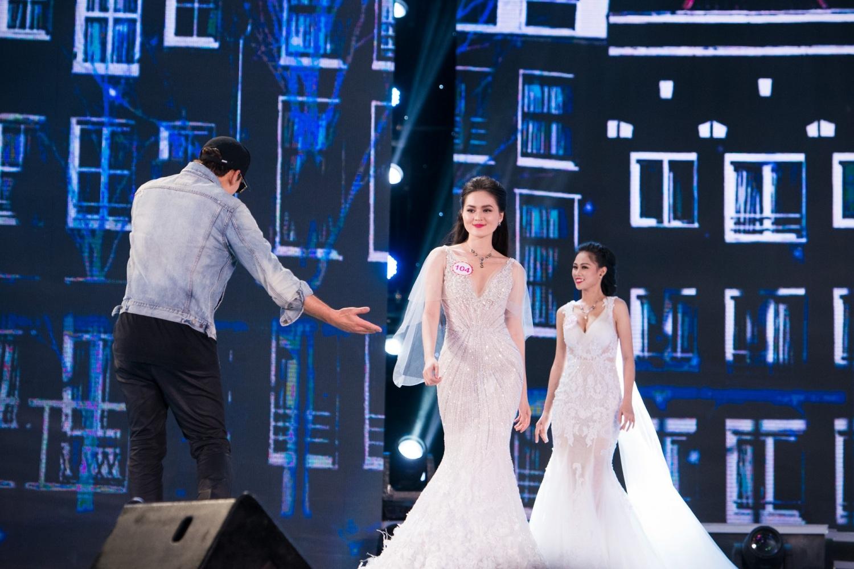Tuy nhiên, theo hình ảnh thì có thể đoán Bi Rain sẽ hát cho các người đẹp trình diễn trang phục dạ hội.