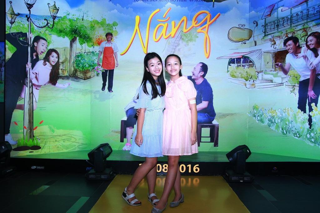 Con gái Chiều Xuân và ca sĩ nhí Hà My - người đã thể hiện ca khúc trong phim.