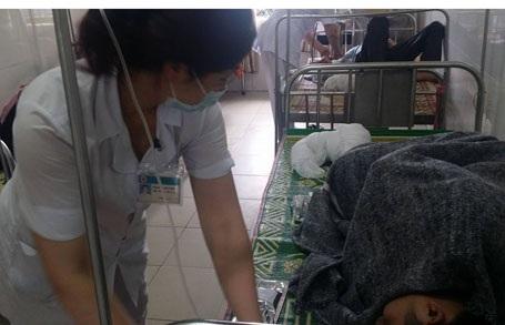 6 bệnh nhân ngộ độc thức ăn đang được theo dõi và điều trị tại khoa truyền nhiễm bệnh viện ĐK Hà Tĩnh.