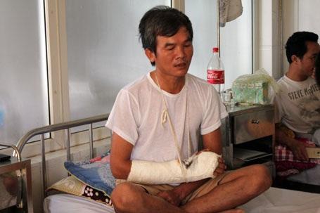 Sau hơn 10 ngày được cấp cứu, điều trị, anh Đào Viết Quang vẫn chưa thể rời bệnh viện 115 Nghệ An để trở về nhà.