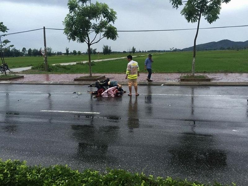 Hiện trường tai nạn làm hai cô gái chết vào rạng sáng ngày 19/8.