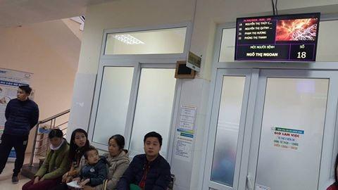 Các bảng điện tử hiện số khám. Hệ thống công nghệ thông tin được ứng dụng, bệnh nhân xét nghiệm xong không phải ngồi chờ kết quả.