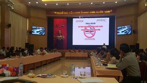 Bà Hương cho biết, sẽ yêu cầu các phường thực hiện việc xử phạt nghiêm vi phạm nhà hàng không khói thuốc, với phương châm phạt để có ý thức thực thi. Ảnh: H.Hải