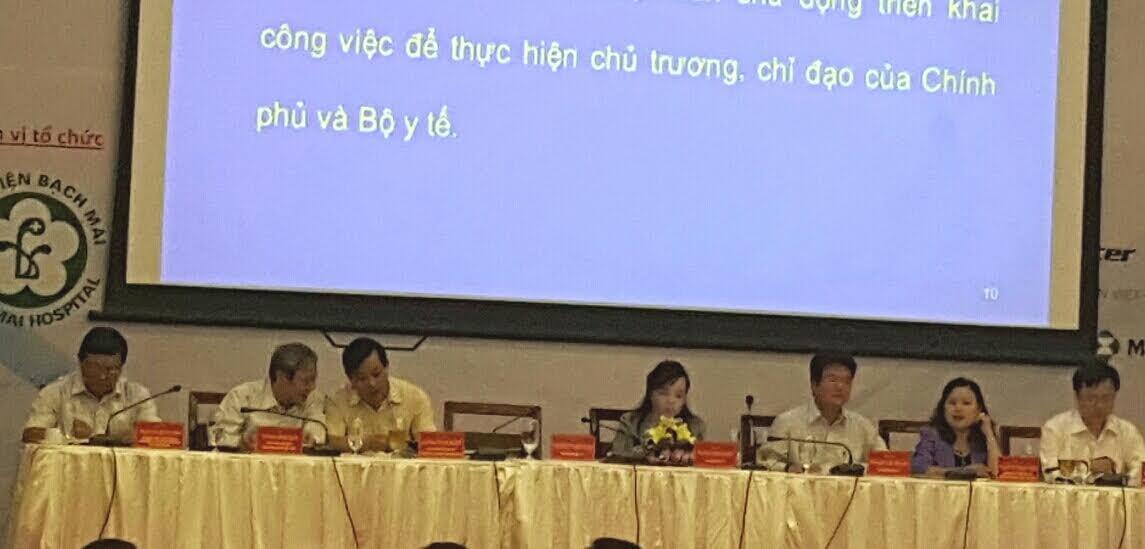 Bộ trưởng Bộ Y tế (ngồi giữa) tham dự Hội nghị (Ảnh: H.Hải)