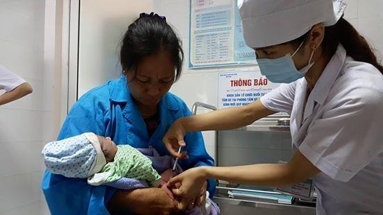 Tiêm đủ số mũi vắc xin ngừa viêm gan B, trong đó có mũi 24 giờ sau sinh là biện pháp hiệu quả phòng ngừa căn bệnh nguy hiểm này.