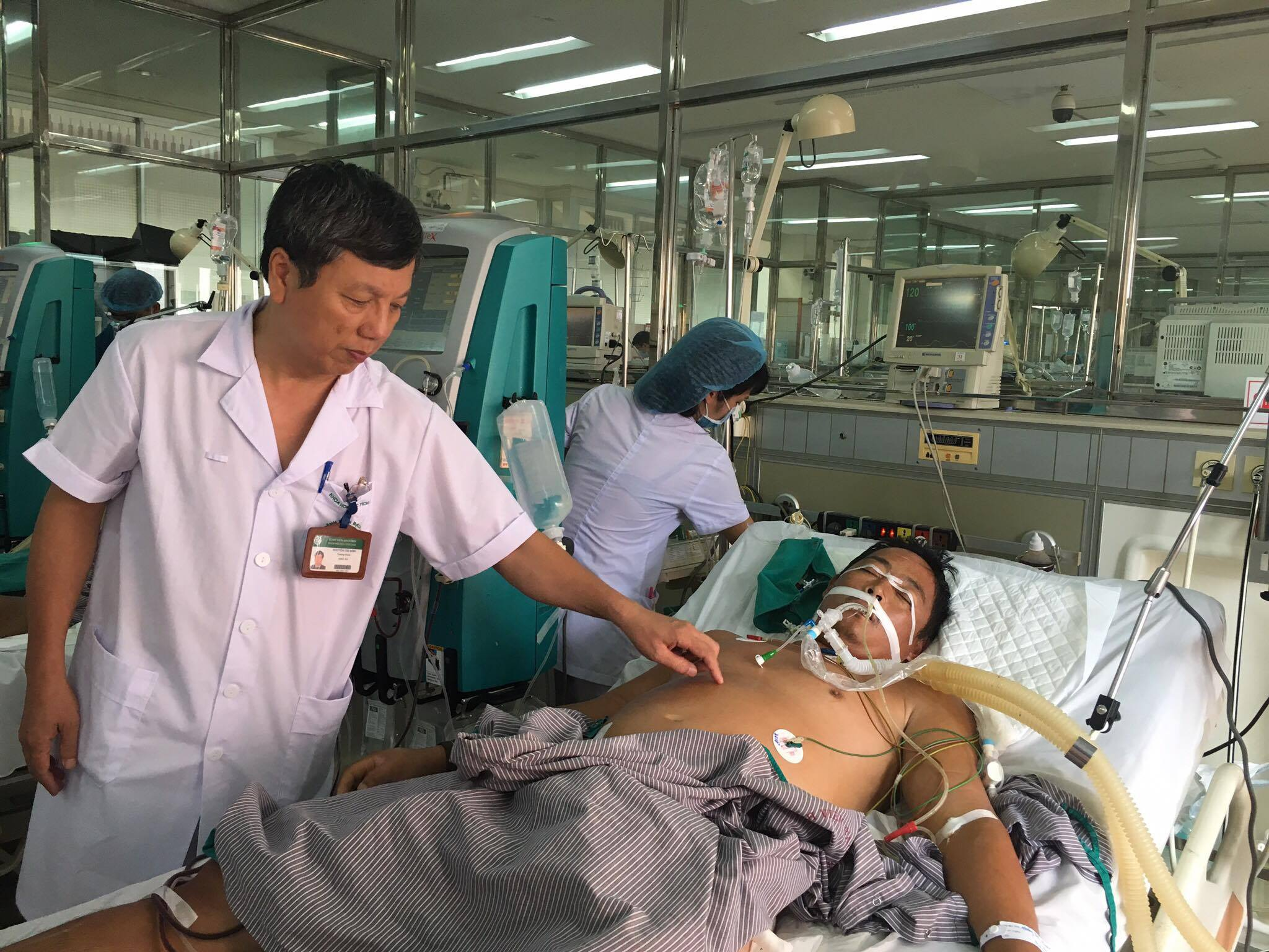 Một bệnh nhân nặng, suy hô hấp, suy đa phủ tạng được can thiệp hiệu quả nhờ kỹ thuật lọc máu. Ảnh: H.Hải