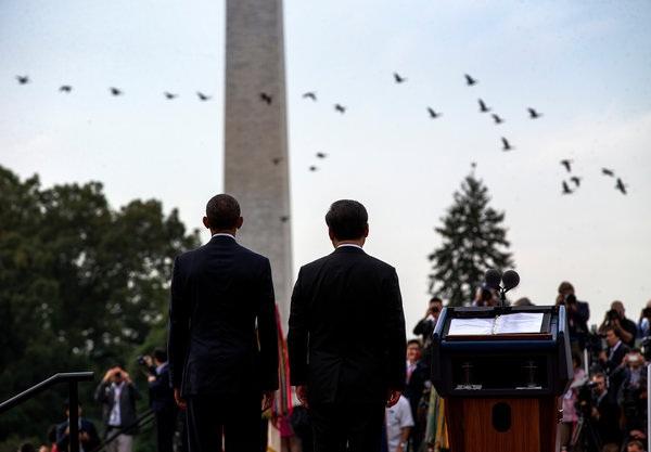 Tại cuộc hội đàm tháng 9 năm ngoái với Tổng thống Mỹ Barack Obama (trái), Chủ tịch Trung Quốc Tập Cận Bình từng cam kết không quân sự hóa Trường Sa. (Ảnh: NYTimes)