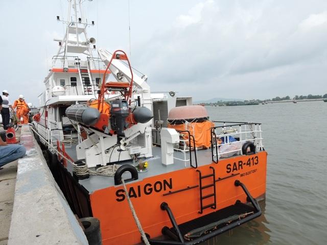 Trung tâm III đã điều động tàu SAR 413 rời cầu ra hiện trường để tổ chức phối hợp tìm kiếm, cứu nạn.