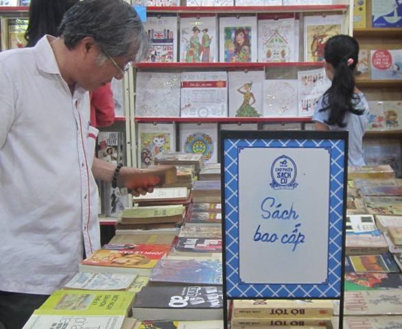 Các loại sách tiền chiến, sách thời bao cấp, sách do các nhà xuất bản Liên Xô in… thu hút nhiều người mua