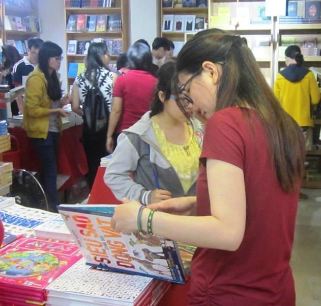 Nhiều bạn trẻ ở TPHCM vẫn yêu thích sách, có thói quen sưu tầm sách