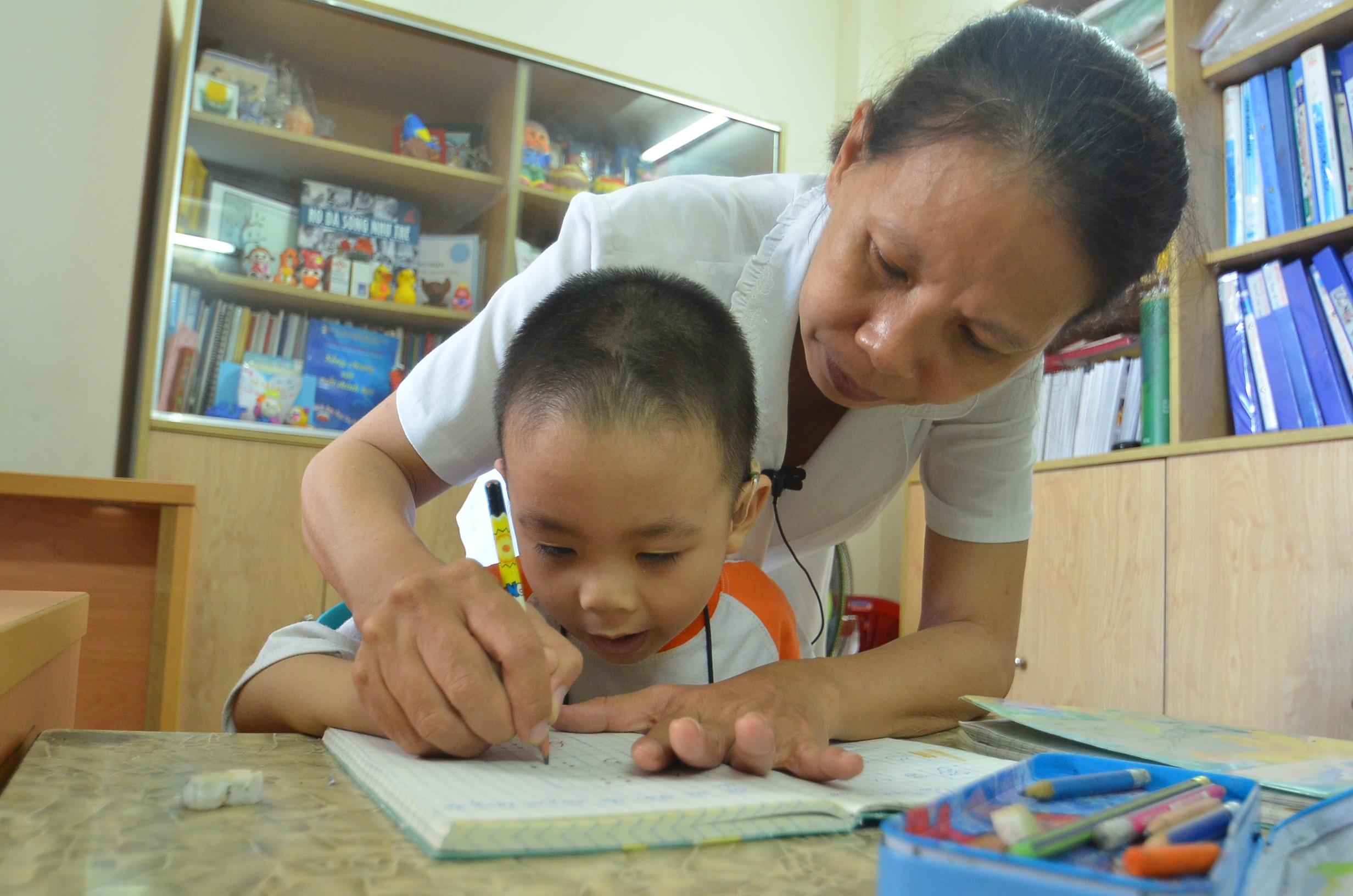 Theo chị Hạnh, nếu được phát hiện sớm, trẻ sẽ tập nói dễ dàng hơn và chắc chắn sẽ nói được