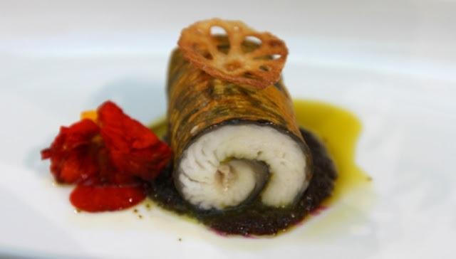 Từ nguyên liệu cá lăng đặc sản của Đồng Nai, đầu bếp Thịnh bọc lớp áo từ nhiều loại rau thơm, hấp và ăn kèm sốt bí đỏ. Món này được đặt tên là Sơn Tinh - Thủy Tinh thể hiện sự giao thoa giữa các loại thủy sản và rau củ.